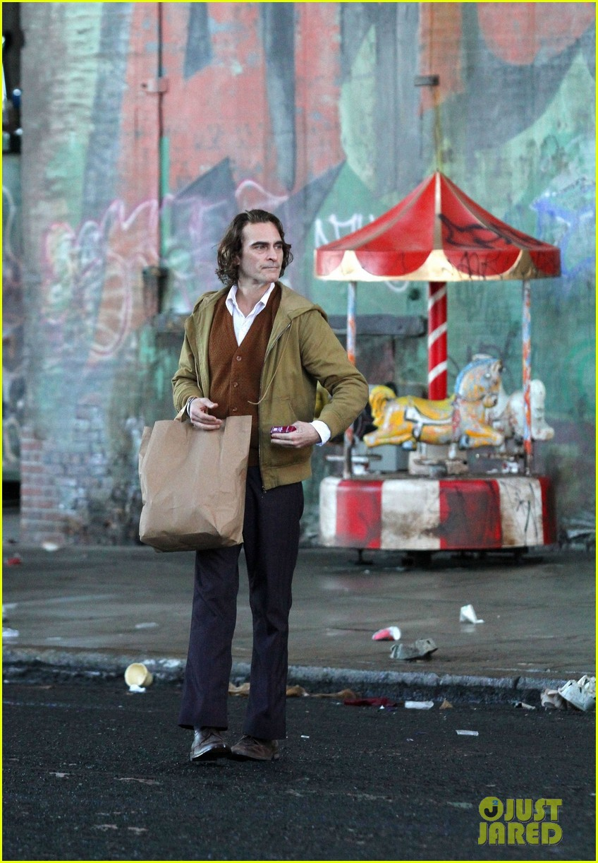 joaquin-phoenix-the-joker-movie-10.jpg