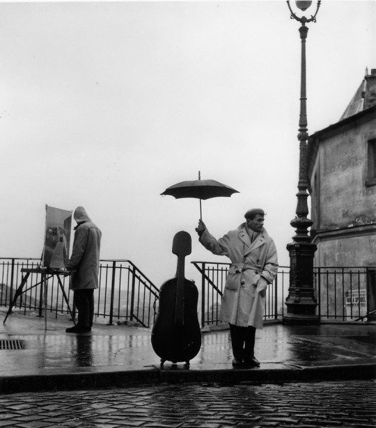 Courteous attention (Paris,1957) ph. by Robert Doisneau (French, b.1912 d.1994)