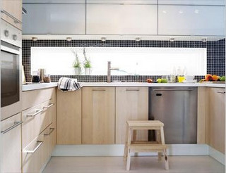 bright modern kitchen with window backsplash - 5374269589_634eec4e1c_n
