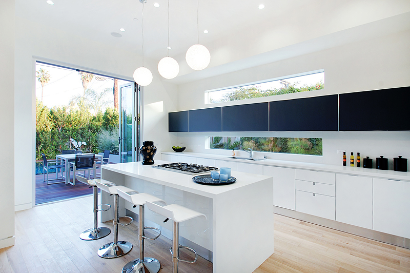 open to outdoors - white kitchen - Scavolini Kitchen