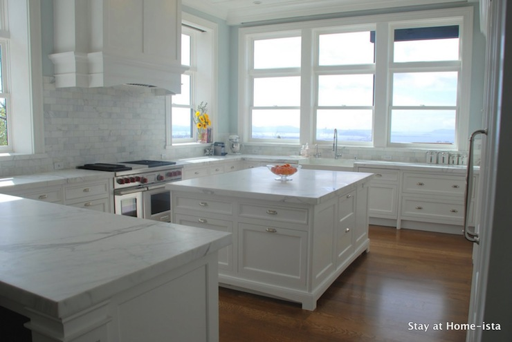 white on white kitchen - windows as backsplash - high-rise - e037fd9fb087