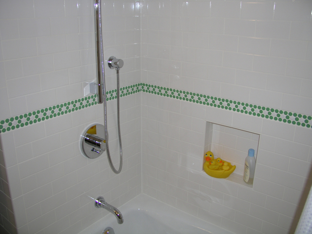 green-penny-rounds-bathroom-tile