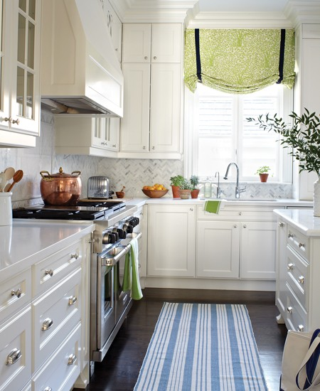Blue-and-Green-are-two-colors-that-will-also-work-for-a-traditional-kitchen-design
