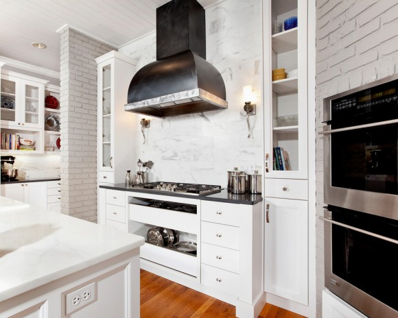 hood-with-sconces-kitchen-details-and-design-580x464