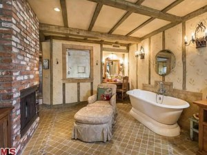 Larry David's Pacific Palisades House - Bathroom