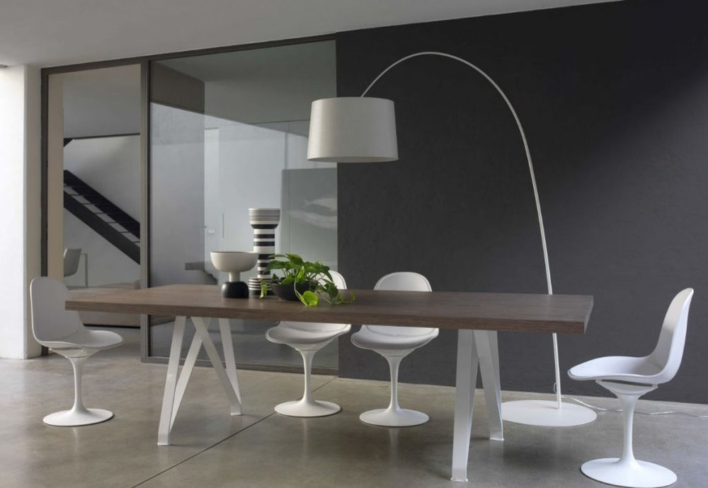 15 - 18 - modern dining table with centrepiece.jpg