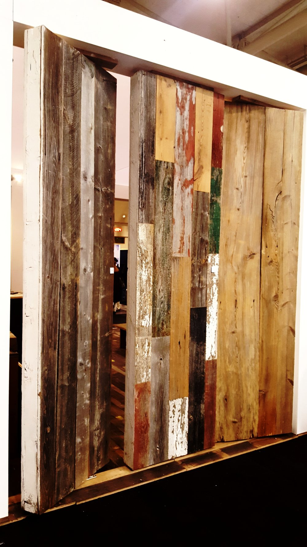 They're still showing one of my favourites - rustic antique plank wood!