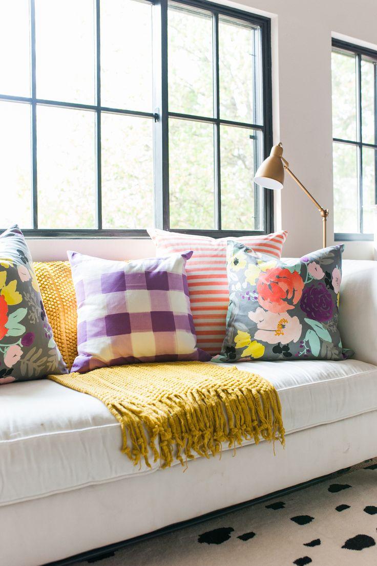 93203a02754e7ac54b7d65c90f2f5d0b--colorful-throw-pillows-bright-pillows.jpg