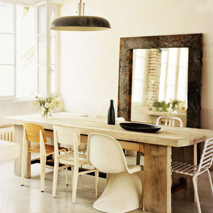 Mismatched chairs around a dining table toronto designers for Table ronde 52 chimay