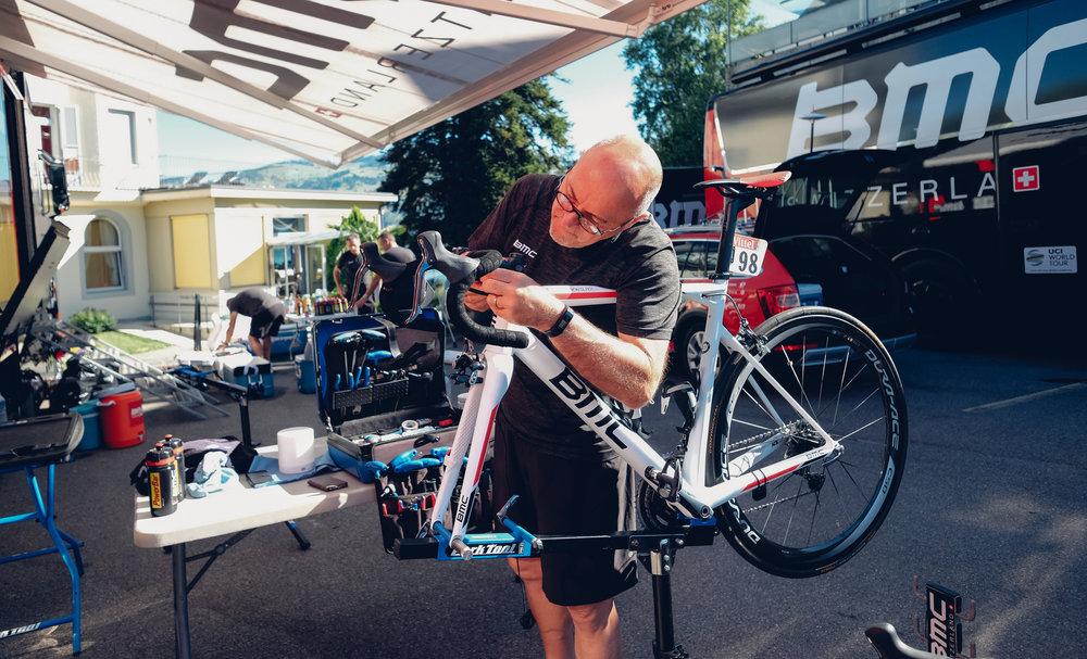 DIe Fahrräder werden noch mal überprüft