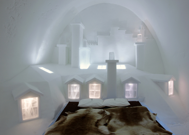 Parisian-city-skyline-carved-into-an-Icehotel-room-by-Les-ateliers-de-Germaine_dezeen_ss_4.jpg