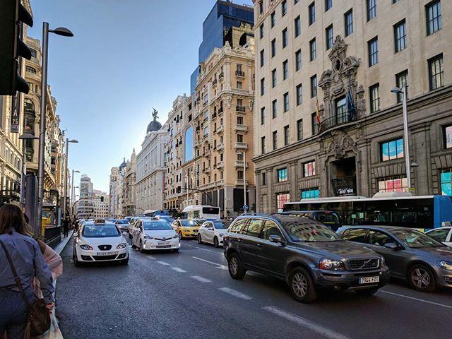 Меж тем, в Мадриде сейчас вполне себе отличная и солнечная погода! 😎 #madrid #architecturelovers #sunnyday 👍