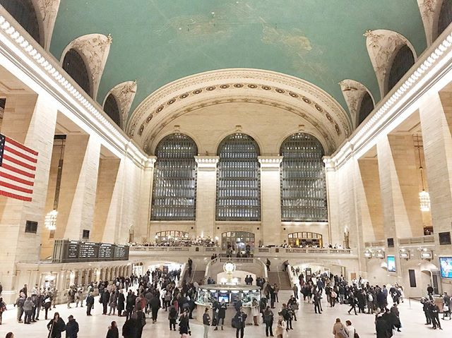 Off peak at Grand Central Terminal on a Friday night @grandcentralnyc #nyc #landmark #architecture #travel #weeatwetravel #newyorkcity #newyorkstateofmind