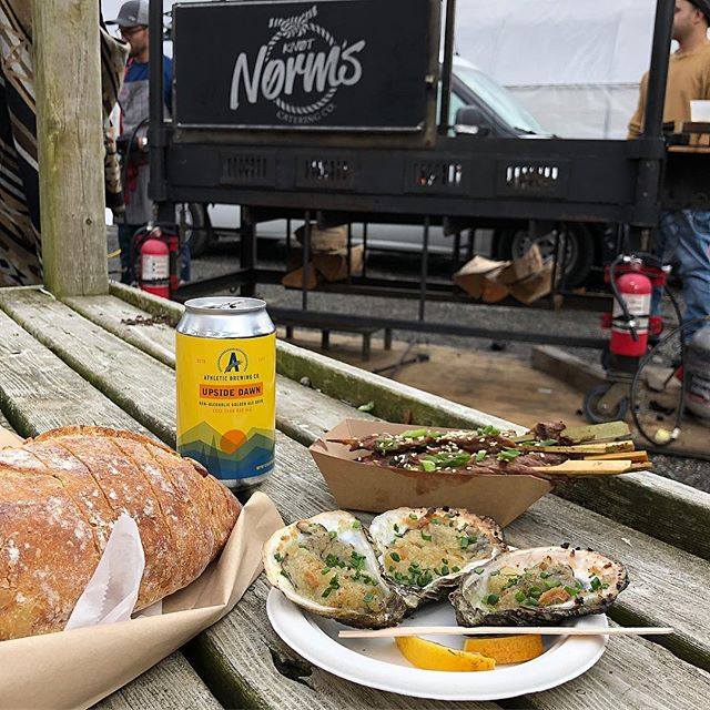 At the @westportfarmersmarket Winter Market at Gilberties - @knotnormscateringco Roasted Oysters and Beef Yakitori Skewers, @wavehillbreads Caramelized Onion bread 🥖 and NA Beer 🍺 from @athleticbrewing #craftbeer #oysters #eatlocal #westport #ct