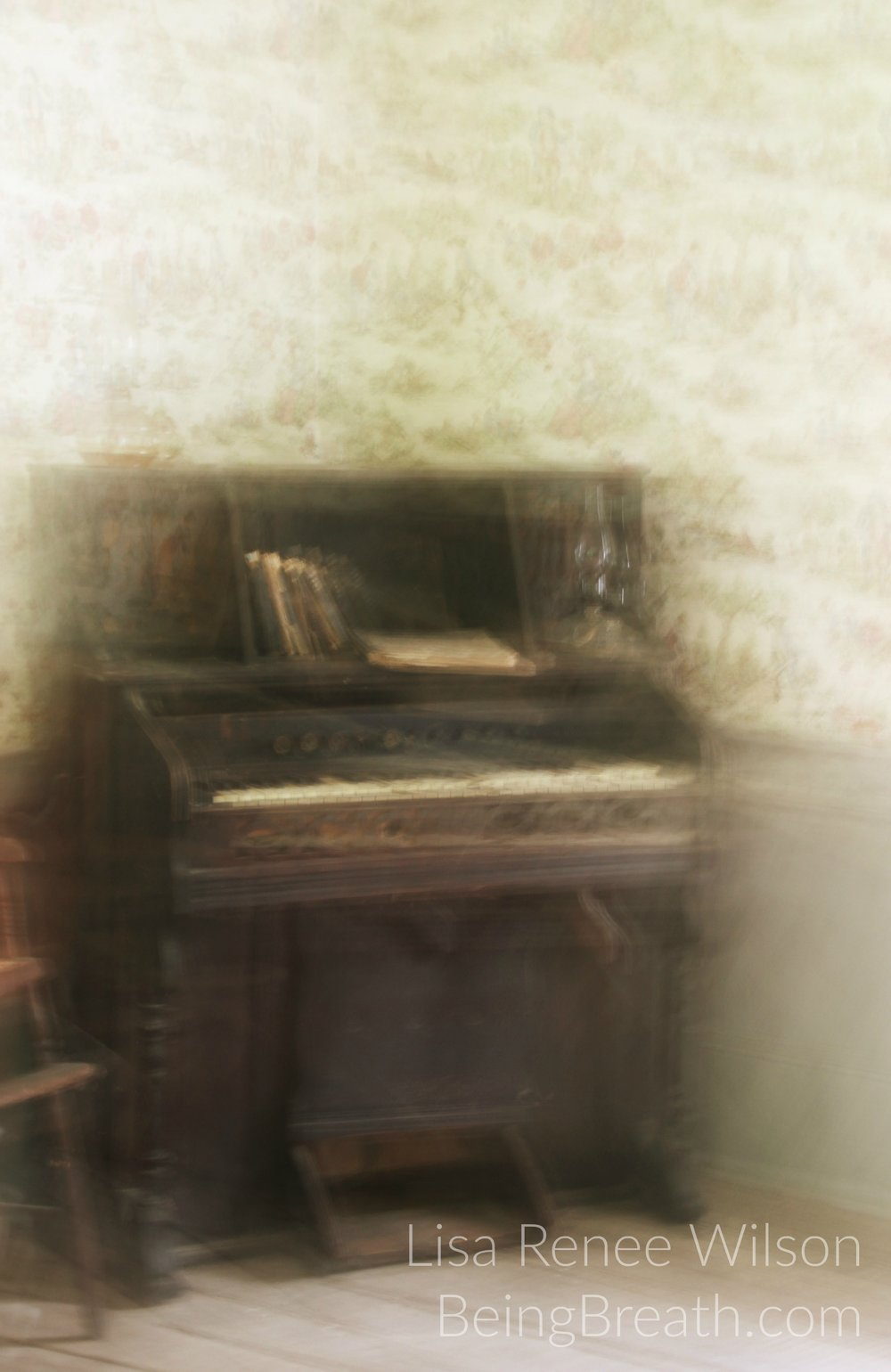 Art_Photo_WM_IMG_0920_OldPiano.jpg