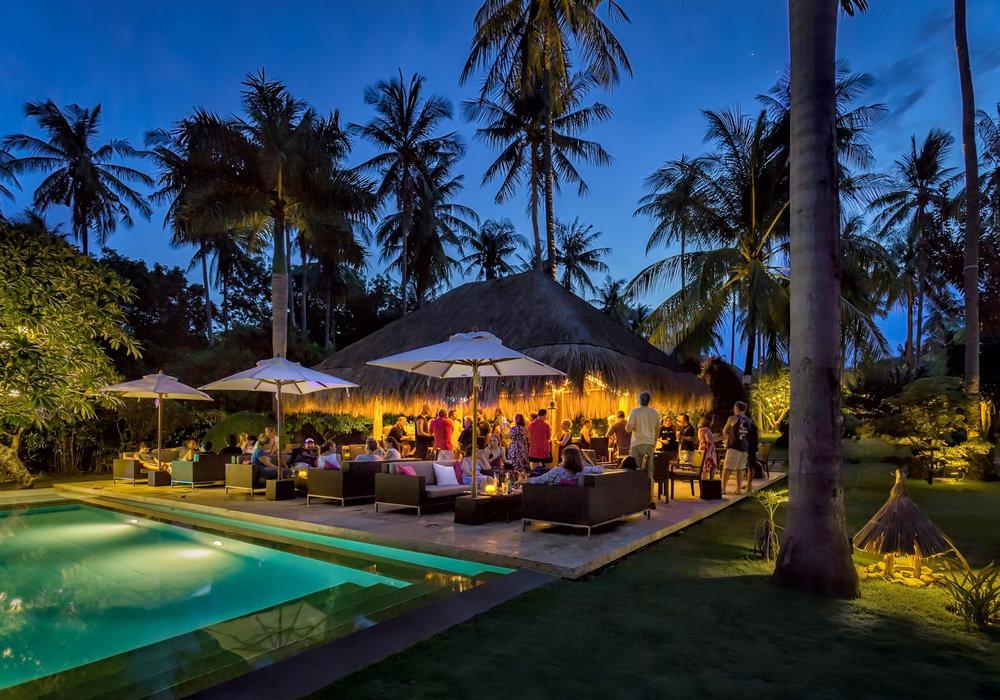 Pool-bar-at-night.jpg