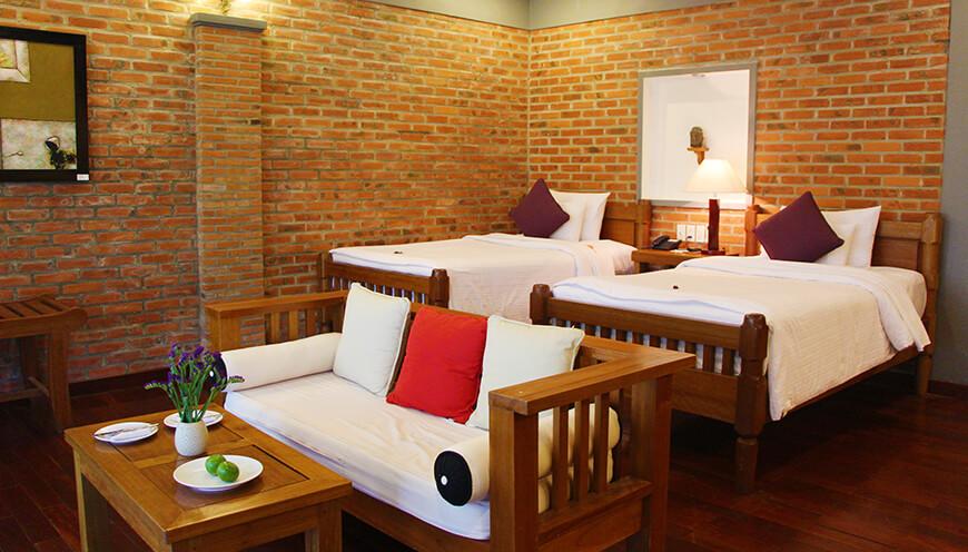Pilgrim Village Resort, Hue Family-Deluxe-twin-beds.jpg