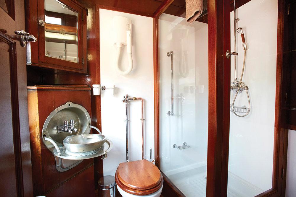 SHO-LR_Emerald-Bath-1.jpg