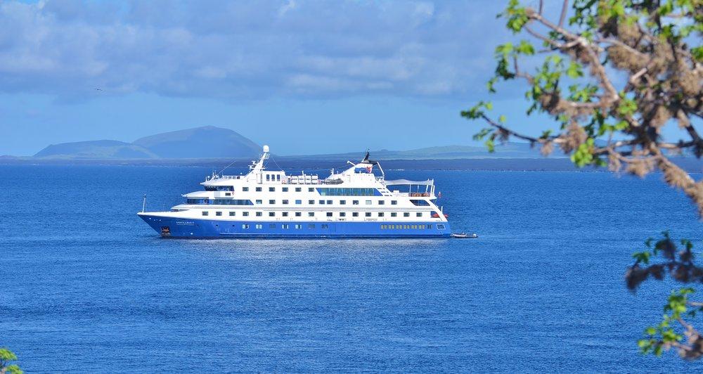 SC00013-Santa-cruz-yacht.jpg