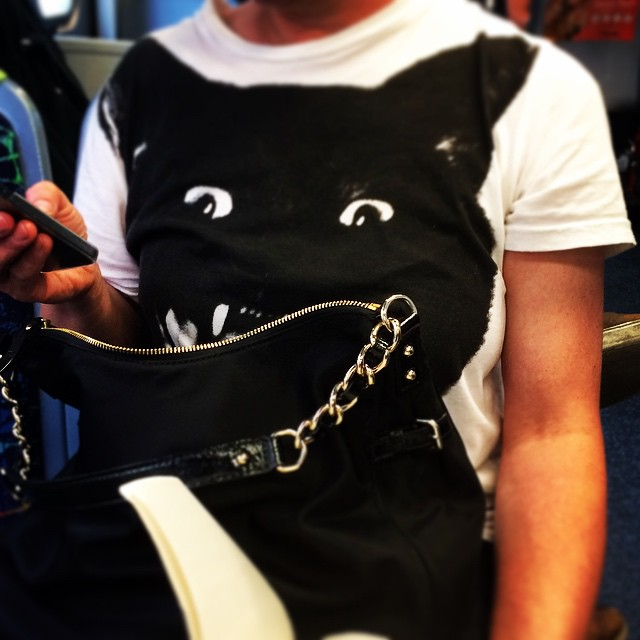 The cat is eating her bag! Great tee! #fashiontraining #melbourne #streetstyle #getcreative