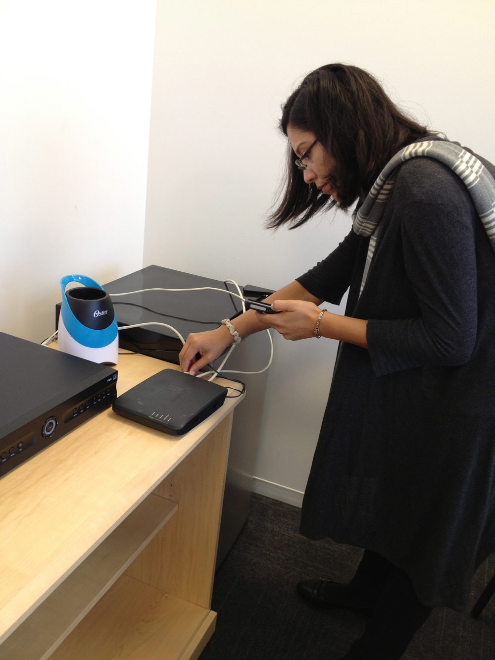 Testing the chat prototype, which empowers customers and enables easy communication between customers and care agents with the use of the camera and texting images.