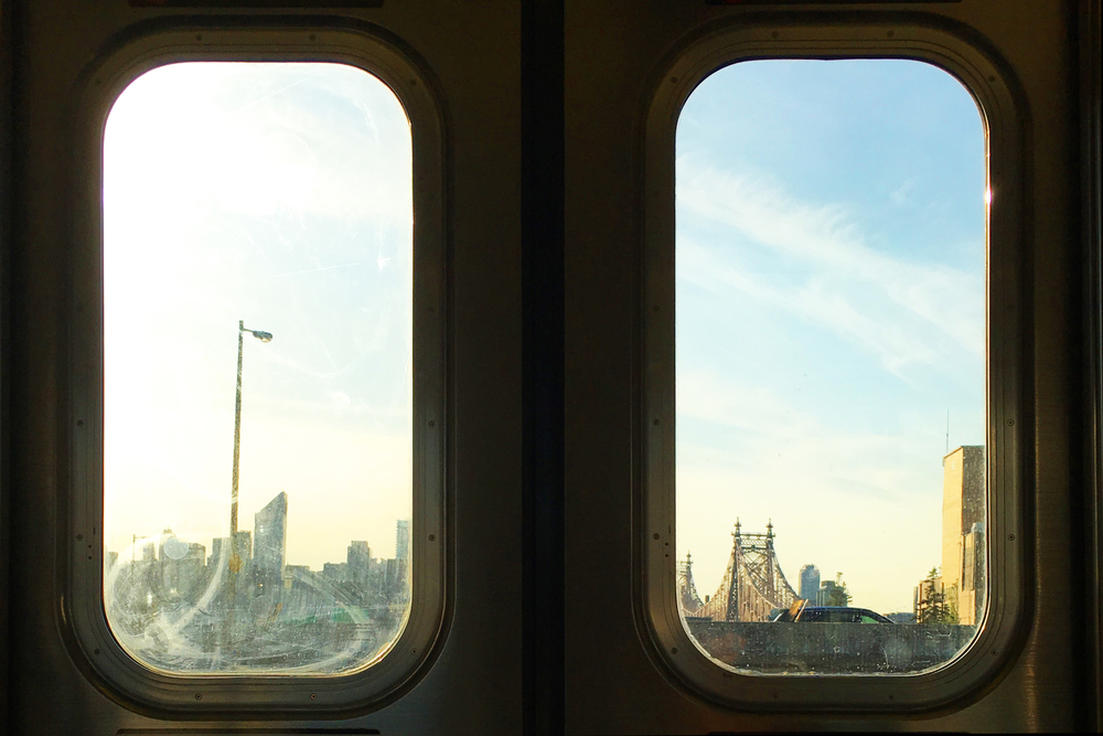 I always make sure to sit on the side of the train where I get a beautiful skyline view of Manhattan. It just makes traveling a little more enjoyable to see pretty things