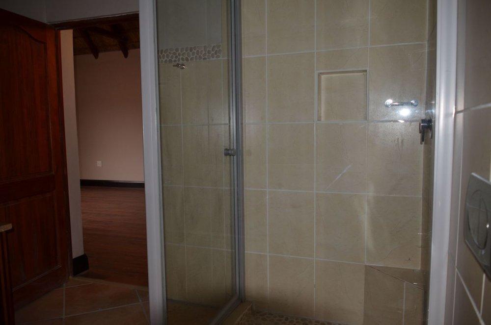 2nd bathroom 2.jpg