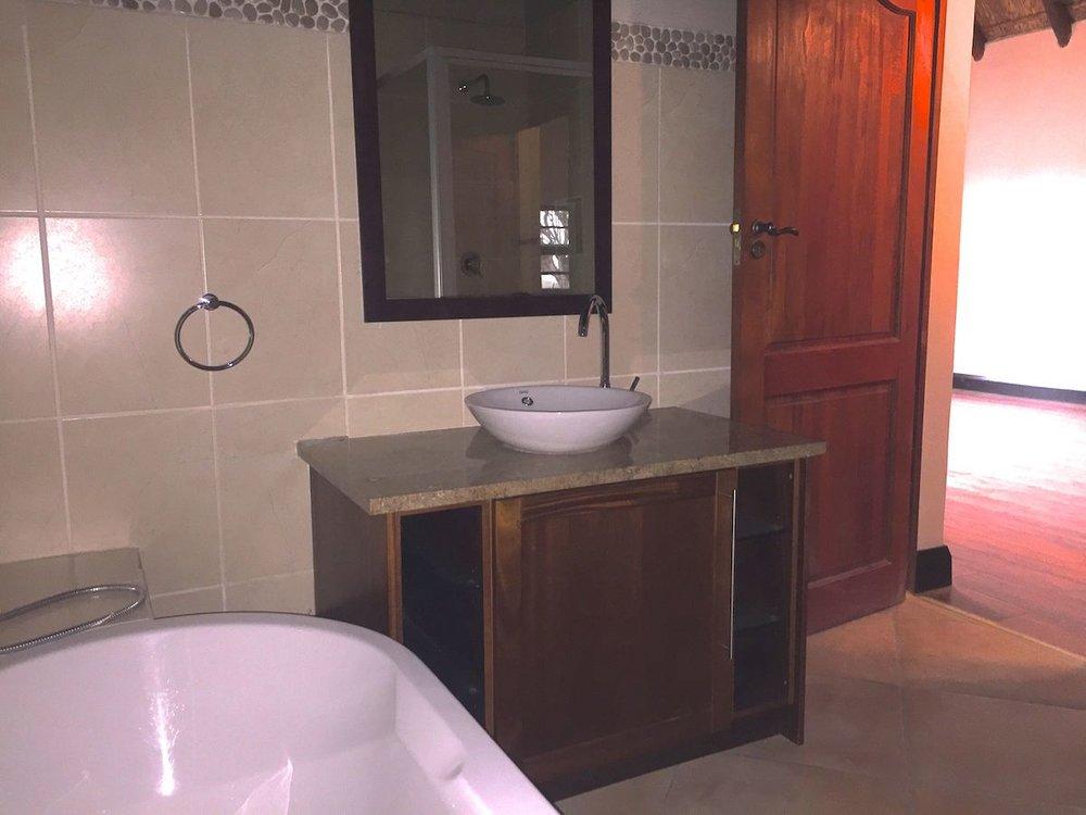 2nd bathroom 3.jpg
