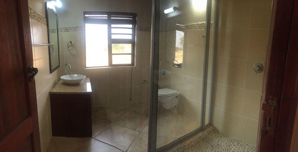 3rd bathroom 4.jpg