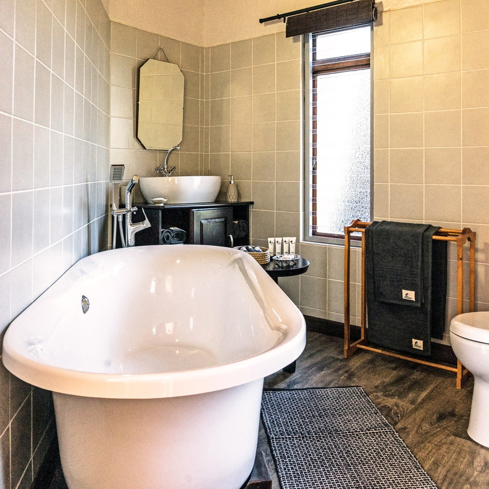 Impala-Room-Bathroom-2-Square.jpg