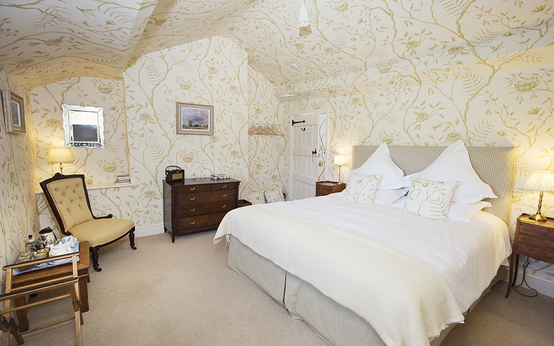Hergest View room with floor to ceiling Jasper Peony wall paper and super-king bed