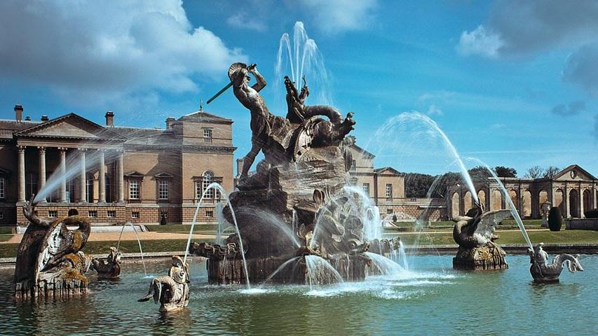 the-hall-the-fountain.jpg
