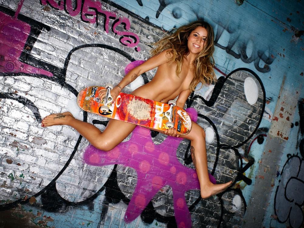 37 - Leticia Bufoni - Skateboarder.jpg