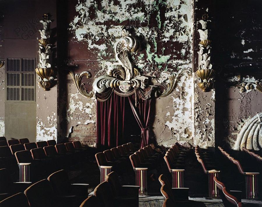 YVES MARCHAND & ROMAIN MEFFRE   Columbia Theater, Paducah, KY, Etats-Unis, 2011. Tirage chromogénique \ C-Print. 95 x 120 cm. Edition 4/9
