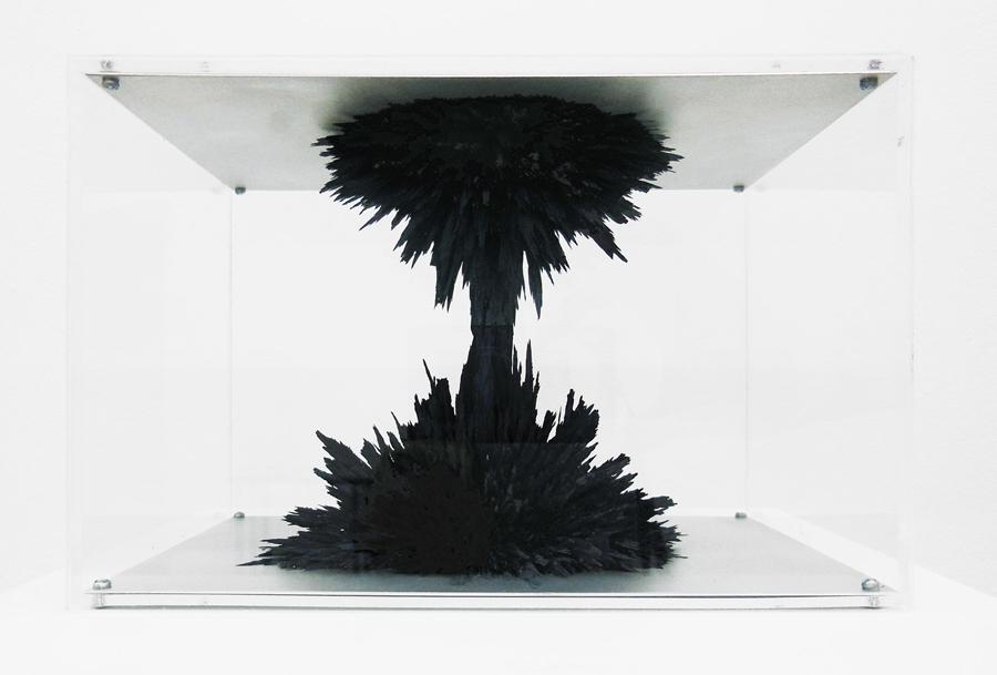 Petit colosse (gris de payne) n°2  , 2013.  Limaille de fer, peinture magnétique et résine \ Iron powder, magnetic paint and resin.  14 x 21 x 15 cm