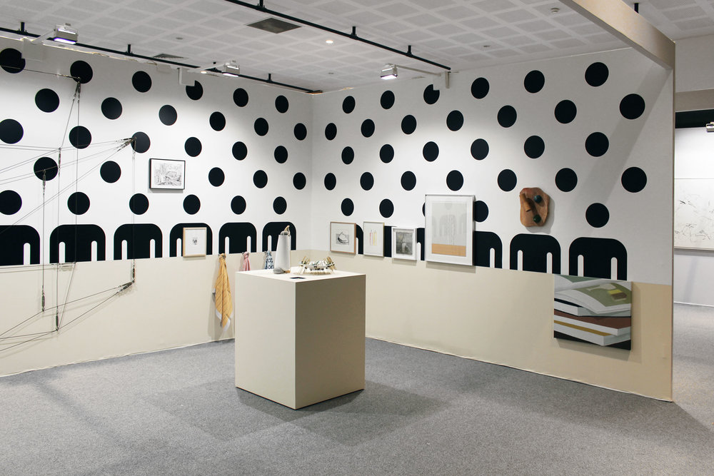 Mathieu Mercier. Wall painting, 2012/2018. Adhésifs noirs. Dimensions variables (180 x 1300 cm)