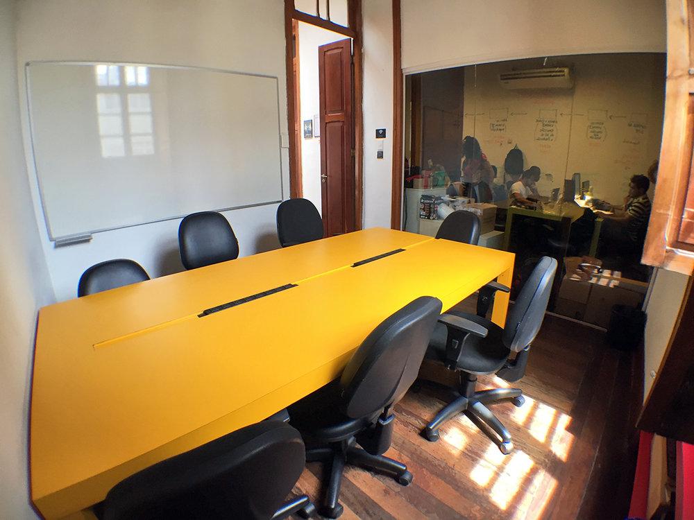 Infra-estrutura Completa - Todas as nossas salas são mobiliadas, possuem internet, quadro branco e ar-condicionado. Você pode transferir seu escritório para o Space e começar a trabalhar imediatamente, sem ter que arcar com os custos de uma reforma.