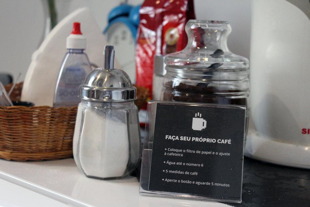 Space Café - Café, Nespresso e Dolce Gusto. O Space Café conta também com a famosa Caixinha da Honestidade cheia de Snacks para nossos residentes e convidados. Isso sem contar com nosso bolinho toda sexta para integrar o pessoal!