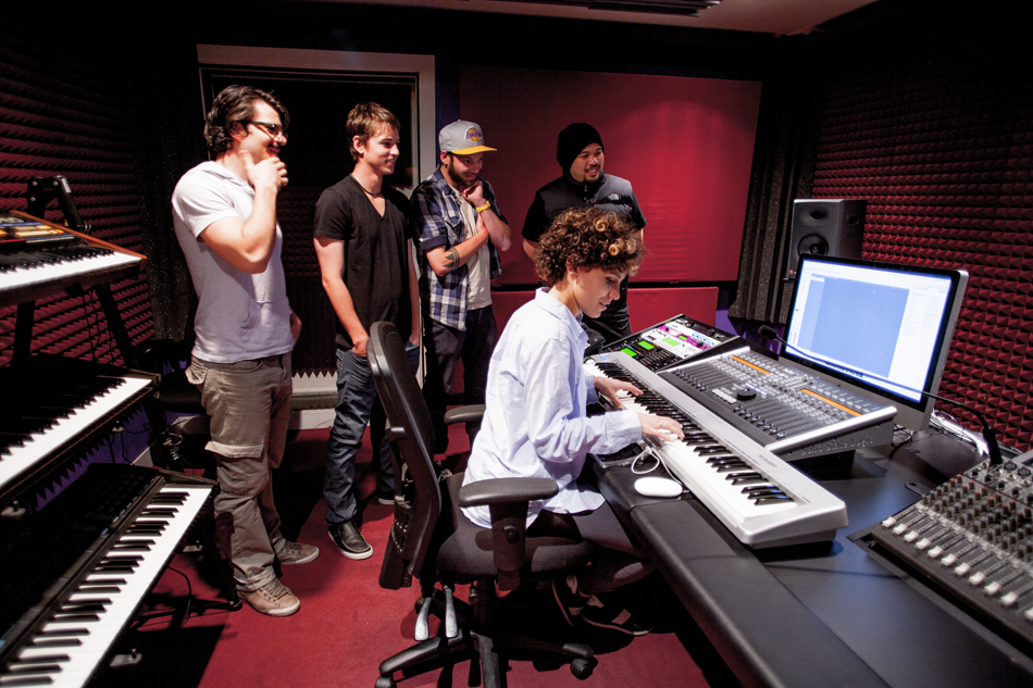 Students learning music production at Pyramind Training
