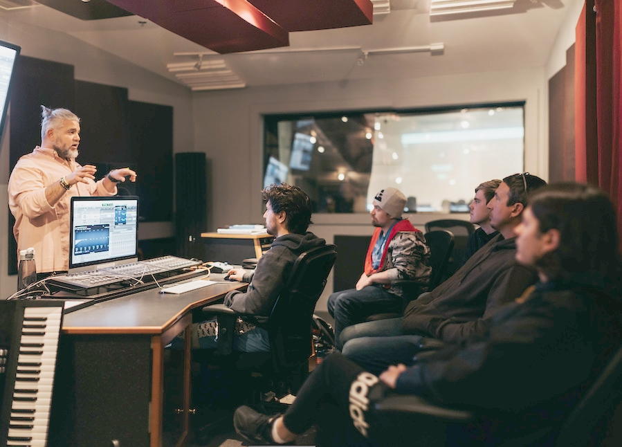 Learn From Inspiring Mentors - You can't ask a video questions. Work with inspiring producers, sound designers, composers and mixers in live 1-1 sessions and get all your production challenges solved.
