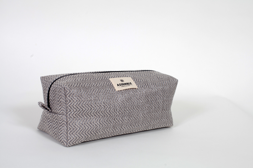 TOILETRY BAG Finished dimensions Height 33cm Width 25cm Depth 10cm