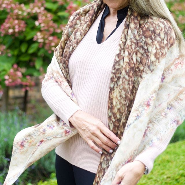 Bring on sweater & scarf weather 👏 🍂 These neutral warm tones are the perfect transitional colours for fall! Tap to shop the Silk Print Scarf in Crème Caramel. #GOBLE . . . #sweaterweather #scarfstyle #neutraltones #fallstyle #fallfashion #silk #igfashion #styleoftheday #ootd #lotd #canadianfashionista #canadianmade #handcrafted #fashion #stylegram #musthaves #tones #knits #outfitinspo