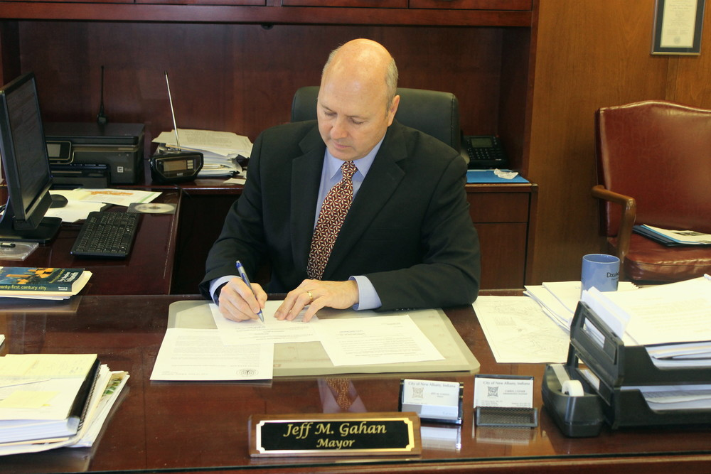 Mayor Gahan signs G-15-05 into law.
