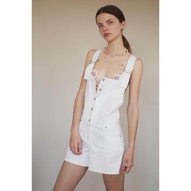 All White ❄️ Lucie @model_access •  Captured by my friend @chloeromeyer  #kickassphotographer • Styled by me #leblogdeladuchesse #parisiangirl #livinginbarcelona • Dressed in @karinelecchi #ss18 @chabaux #madeinfrance • Hair & Make-up Artist @christelleminbourg . . . . . #editorial @flanellemagazine #fashionstory #emergingdesigners #thezenithissue #styling #instastyling #parisienne #parismylove #whitestyle #teamwork #picoftheday