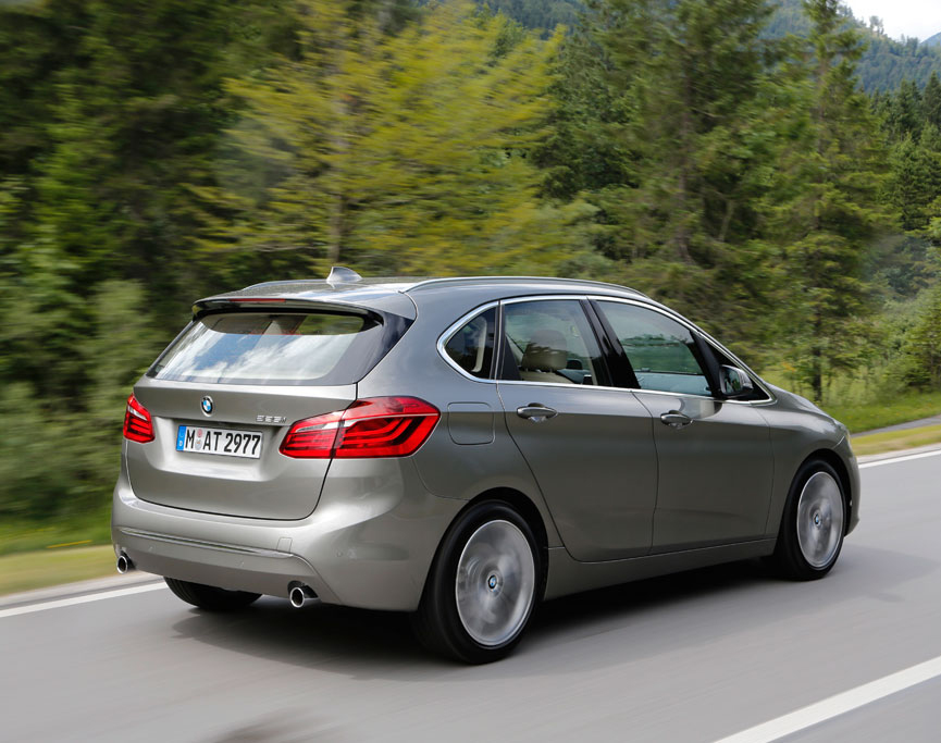 113032-first-drive-review-2015-bmw-2-series-active-tourer-225i.5-lg.jpg