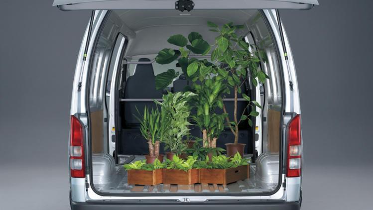 15gpv-hiace-gallery-slwb-cargo-interior-749x422.jpg