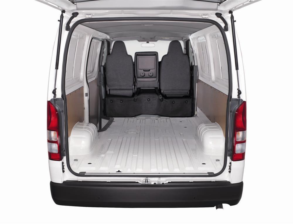 Toyota-Hiace-Panel-Van-interior2.jpg