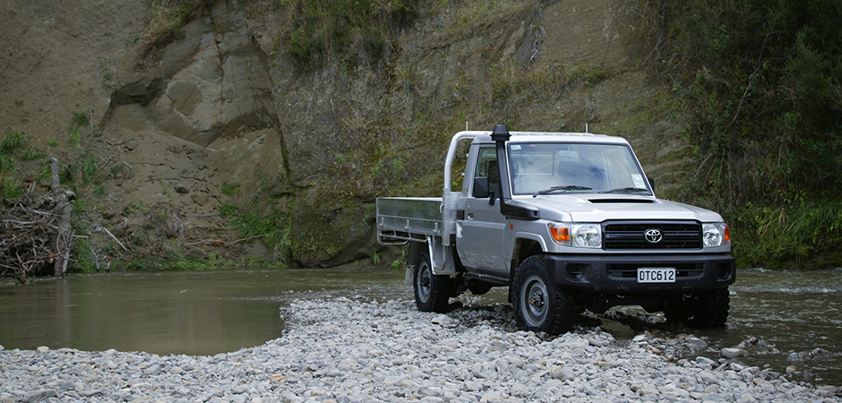 LC70SingleCab_location1_940x450.jpg
