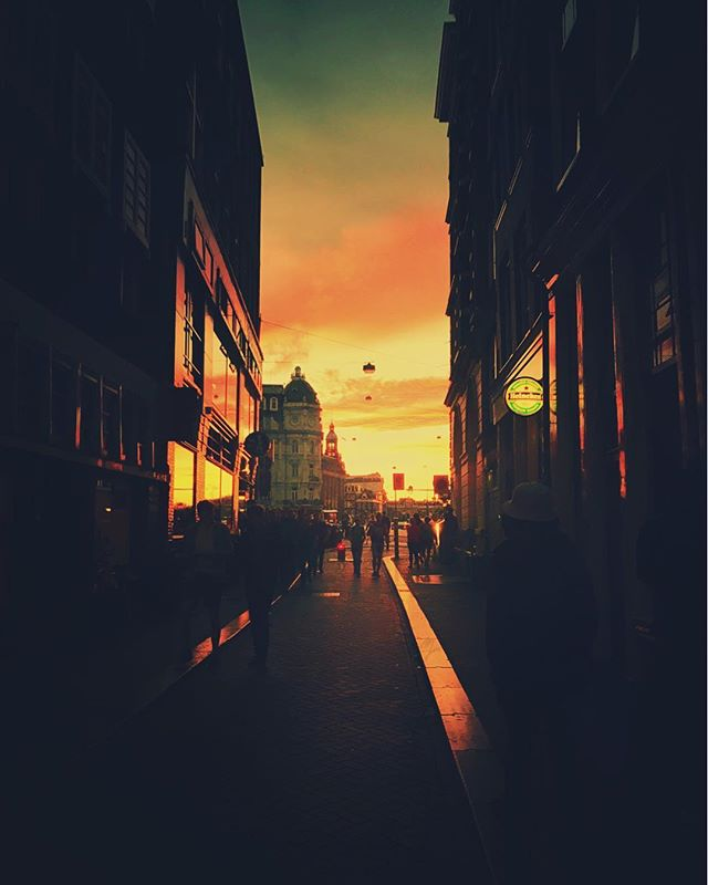 🔥💯 AMSTERDAAAAM 🌈 🎬 More Fine Art Street: @eyeheartandsoul ❕ ❕ ☔️ #eyeheartandsoul #EHS #fineartstreetphotography #fineartphotography #fineartstreet #fineart #amsterdam #streetphotography #streetphotographyincolors #streetphotography_color #ig_streetphotography #ig_street  #street_photography #streetphotographer #streetphotographers #street_photographer #streetphoto #streetphotos #streetphotografy #magnumphotos #fineartphotography#fineartphotographer#conceptualphotography#fineartportrait#artisticphotography #emotive #artisoninstagram #capturedconcepts #visualsoflife #featuremeofh ☔️