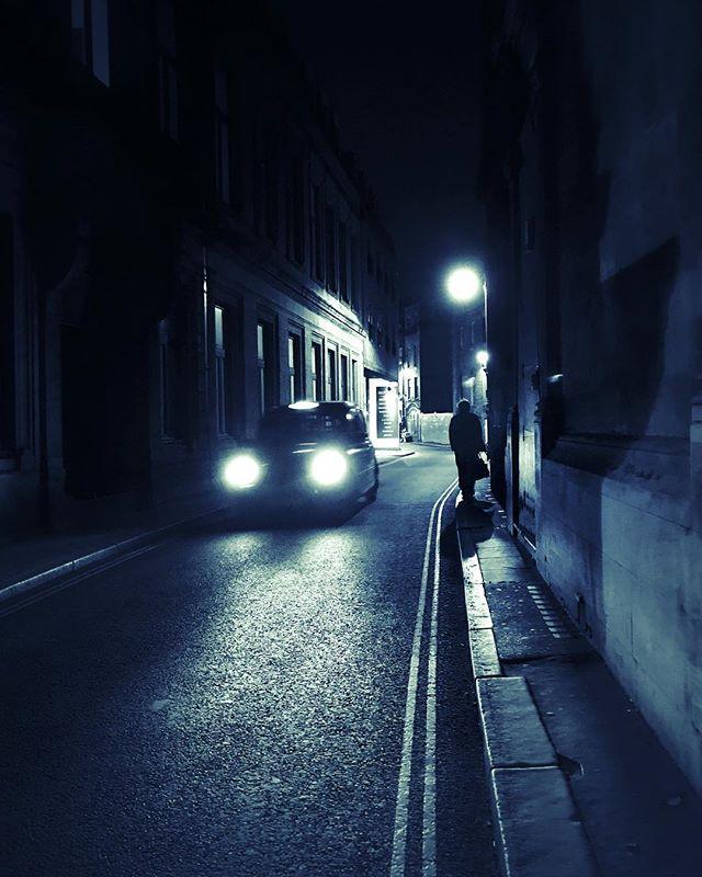 London is awesome at night! 🇬🇧 🎬 Fine Art Street: @eyeheartandsoul ❕ ❕ ☔️ #eyeheartandsoul #EHS #fineartstreetphotography #fineartphotography #fineartstreet #fineart #amsterdam #streetphotography #streetphotographyincolors #streetphotography_color #ig_streetphotography #ig_street  #street_photography #streetphotographer #streetphotographers #street_photographer #streetphoto #streetphotos #streetphotografy #magnumphotos #fineartphotography#fineartphotographer#conceptualphotography#fineartportrait#artisticphotography #emotive #artisoninstagram #capturedconcepts #visualsoflife #featuremeofh ☔️